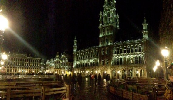 Brussels square at night